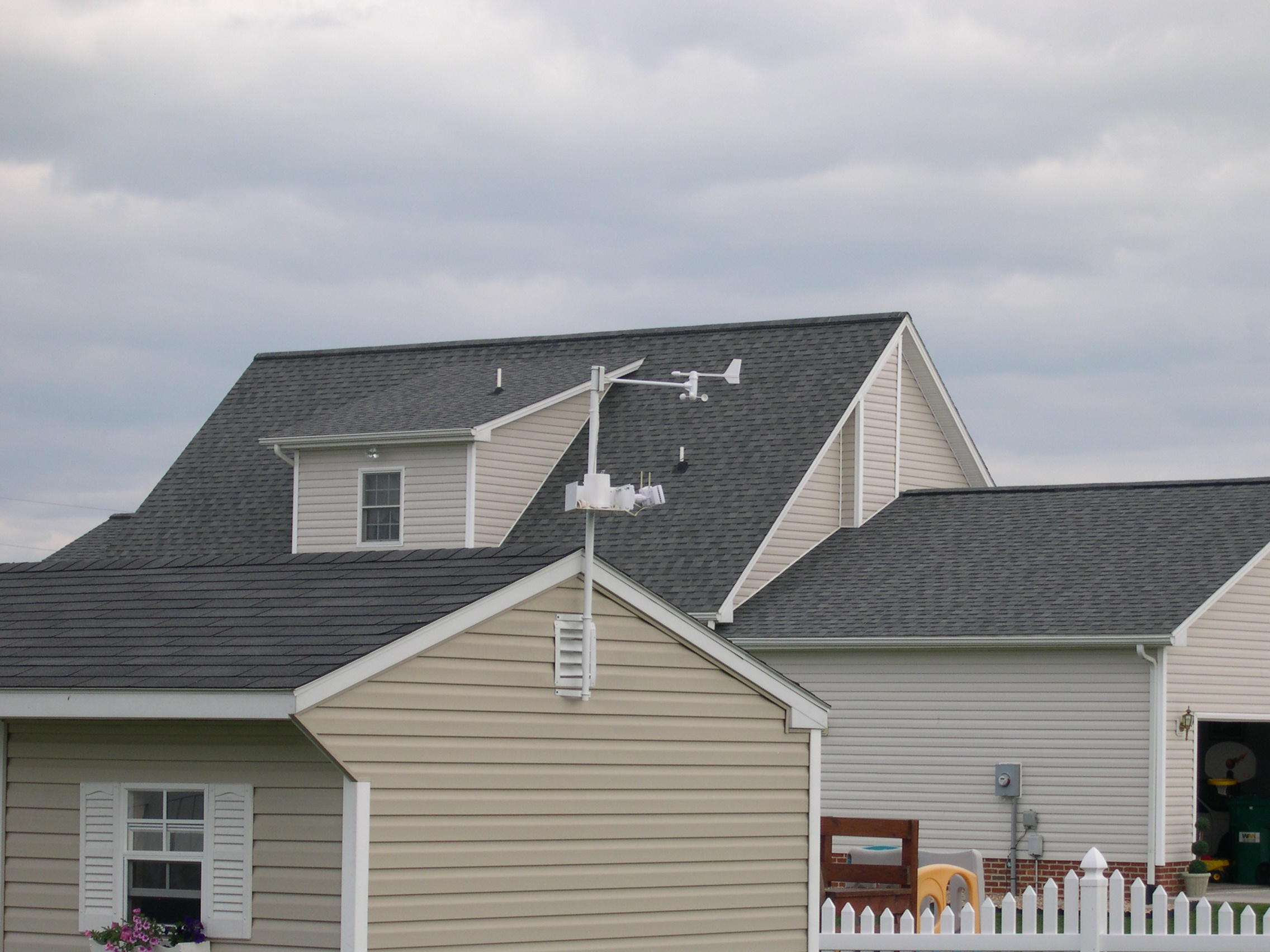DSCN6762.JPG - Wind Vane/Speed and Rain Collection Sensors