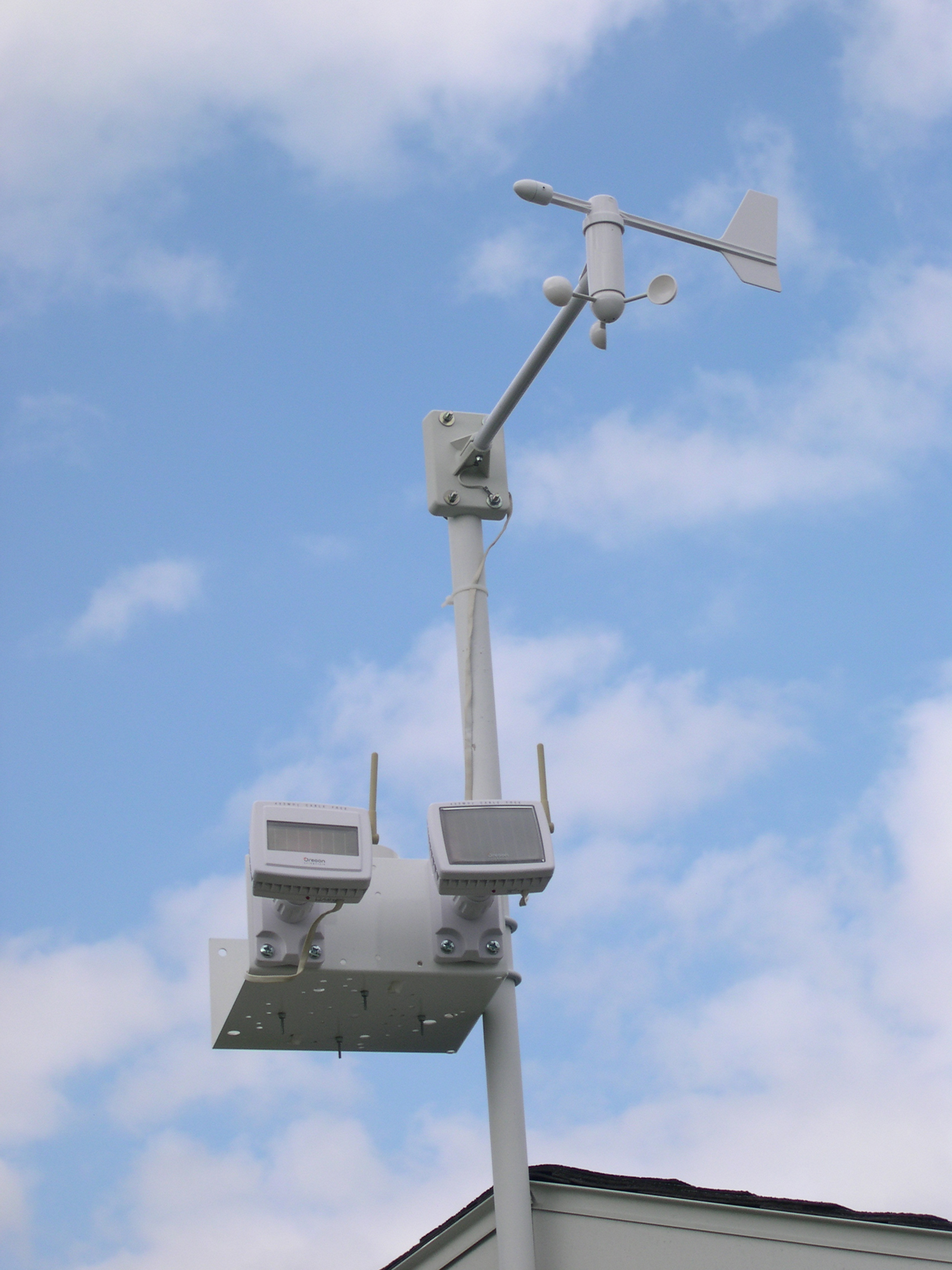 DSCN6764.JPG - Solar panels of the Wind Vane/Speed and Rain Collection Sensors